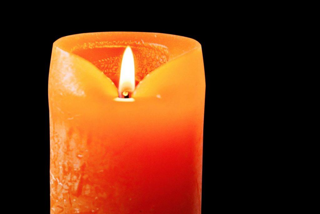 significado de las velas naranjas