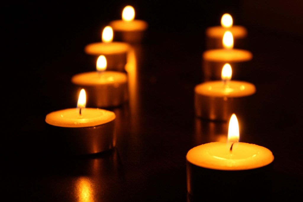 significado de las velas amarillas