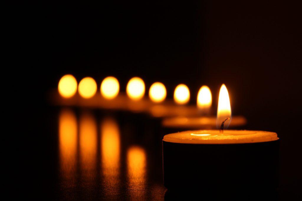 rituales con velas amarillas