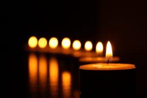ritual con velas amarillas