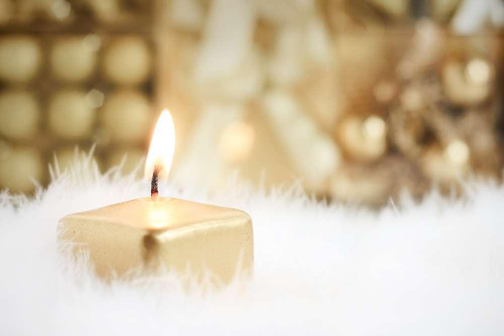 rituales con velas doradas