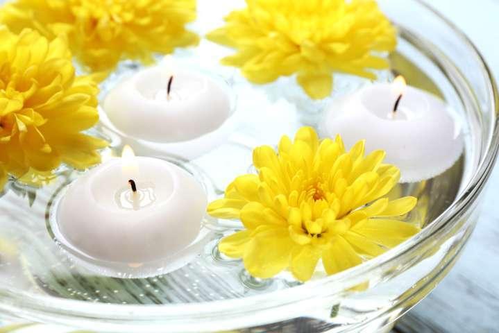 Centros de mesas con velas flotantes