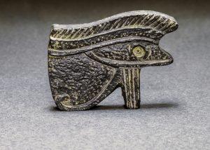 el ojo de horus amuleto